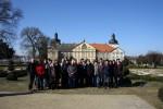 Abb. 1: Die Teilnehmer der Veranstaltung vor Schloss Hundisburg (Foto: M. Poppe).