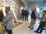 Abb. 1: Herr Bahn erläutert die Exponate im Museum für Ur- und Frühgeschichte Thüringens (Foto: U. Tichatschke).