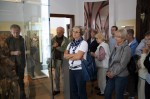 Abb. 1: Ulrich Kalmbach führt die Gruppe durch das Danneil-Museum Salzwedel (Foto: M. Poppe).