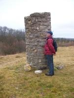 Abb. 2: Die Galgensäule von Seeburg oberhalb der Wüstung Edenstedt (Foto: U. Tichatschke).