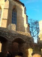 Abb. 2: Blick auf die Nordseite des renovierten Schlosses Mittelort mit der Apsis der Schlosskirche (Foto: W. Fricke).
