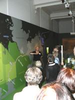 Abb. 3: Anschaulich. Frau Dr. Ludowici erklärt die Karte der NEL (Foto: F. Gall).